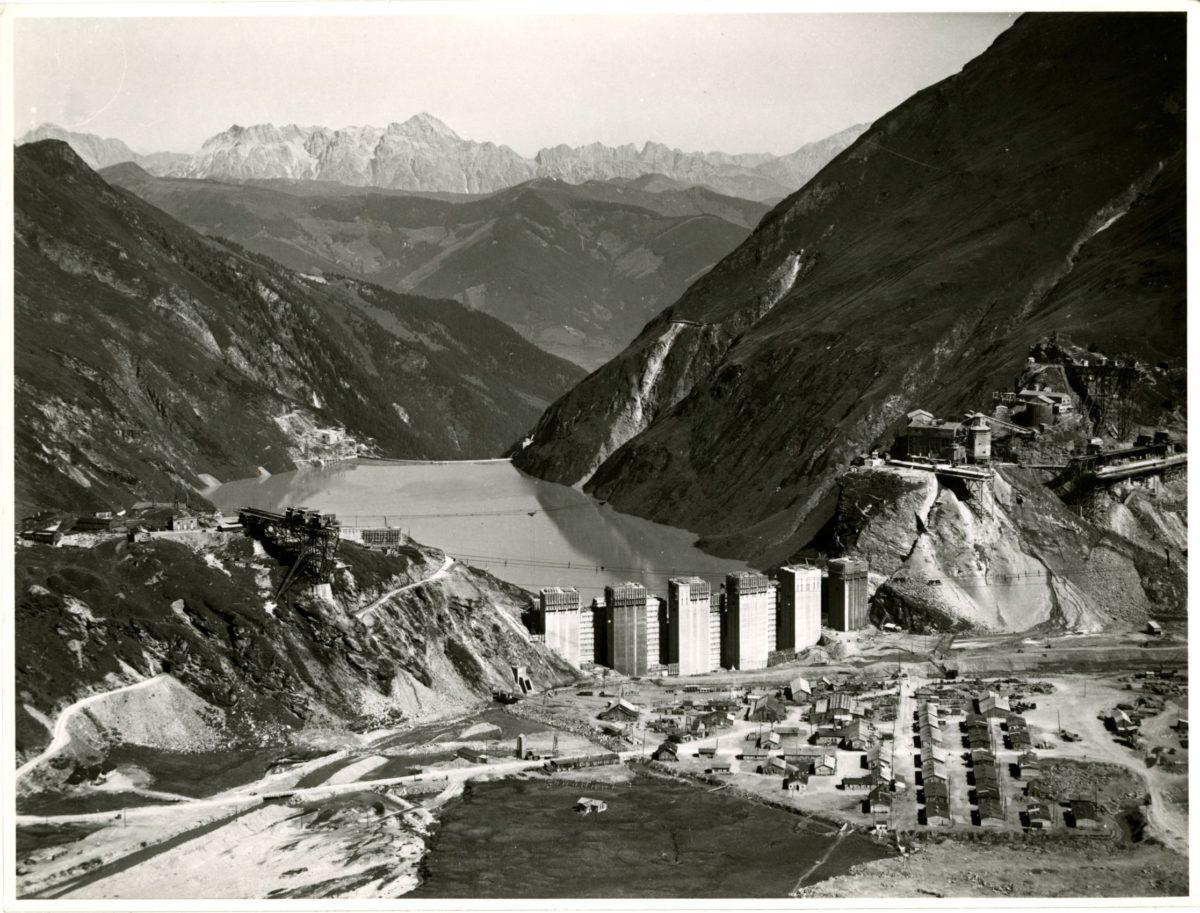 Kraftwerk Kaprun, Lager Moosersperre mit der in Bau befindlichen Staumauer Limbergspeicher