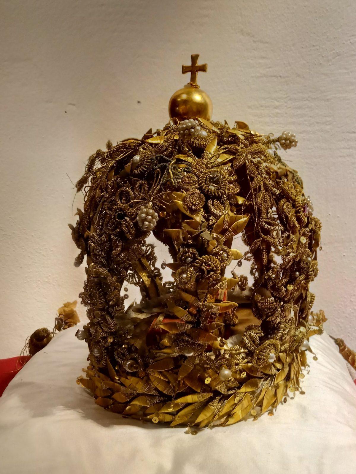 Das katholische Symbol einer Primizkrone